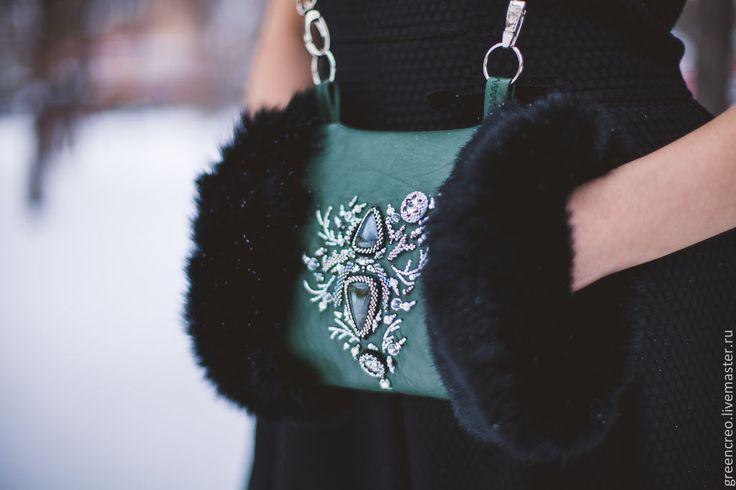 """Купить Муфта """"Морозные узоры"""" - тёмно-зелёный, муфта, меховая муфта, черный, зеленый, бисер"""