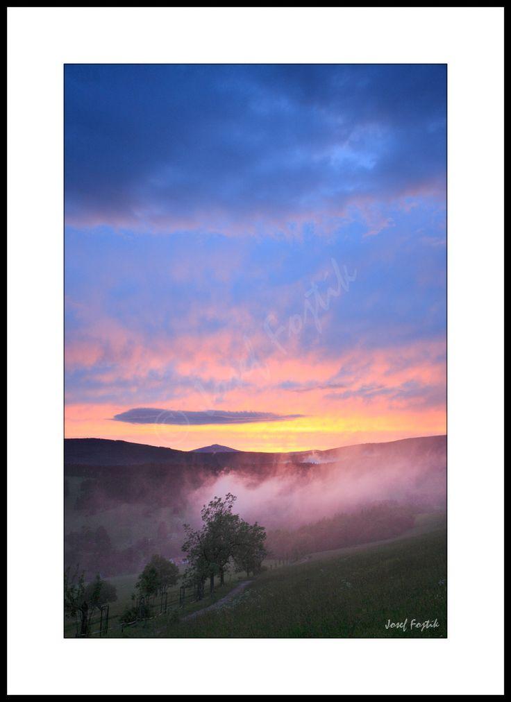 Fotoobraz - Krkonoše od Albeřic, na horizontu Sněžka, Česká republika. Foto: Josef Fojtík - www.fotoobrazarna.cz