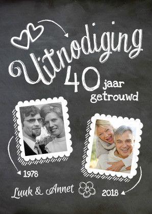 Hippe foto jubileumkaart met 40 jaar getrouwd als losse tekst! Met schoolbord en krijt. De teksten zijn eenvoudig aan te passen. Te vinden op: https://www.kaartje2go.nl/uitnodigingen