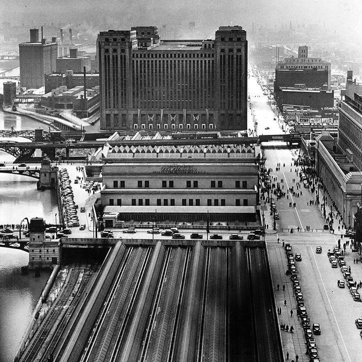 Chicago's main post office is the tall building in the background with Union Station in the foreground in 1938.