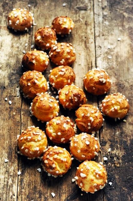 Les classiques du week-end… les chouquettes ! Mais pourquoi est-ce que je vous raconte ça... Dorian cuisine.com