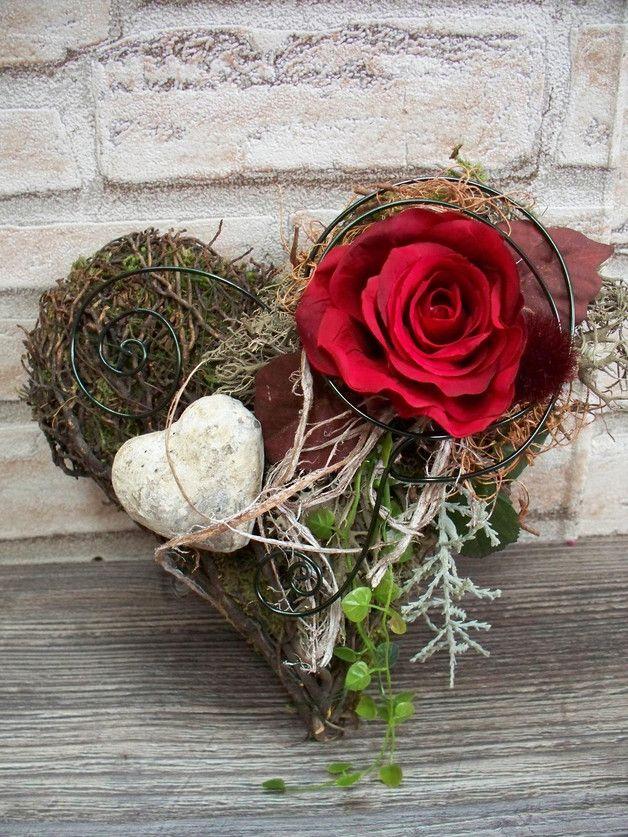 Weiteres - Herzgesteck als Grabschmuck,rote Rose,edel,Gesteck - ein Designerstück von die-mit-den-blumen-tanzt bei DaWanda