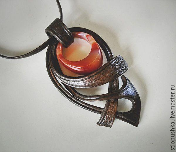 """Купить кулон-подвеска""""Кольцо в кулоне"""" - коричневый, подвеска, натуральный камень, Сердолик, кожаный шнур"""