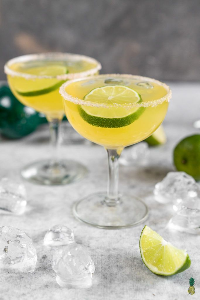Easy Mango Kombucha Margaritas that are easy to make and perfect for New Year's Eve! #vegan #cocktail #margarita #kombucha #easy #musttry