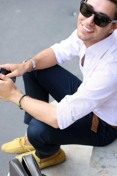 yellow shoes, navy pants, white shirt.