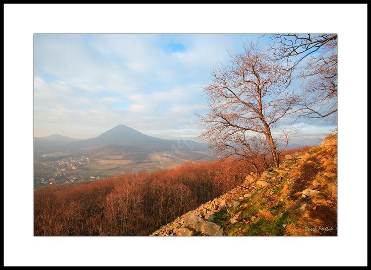 Fotoobraz - Milešovka z vrchu Ostrý, České středohoří, Česká republika. Foto: Josef Fojtík - www.fotoobrazarna.cz