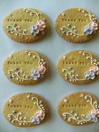 loving the simple look of stamped message cookies and just a touch of icing...