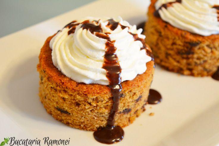 Tot ceea ce trebuie să faceți este să acordați puțină atenție acestei rețete și veți descoperi cât de ușor este să preparați un delicios desert: http://bucatariaramonei.com/recipe-items/prajitura-cu-biscuiti-amaretti-si-pesmet/  #desert #prajitura #ciocol