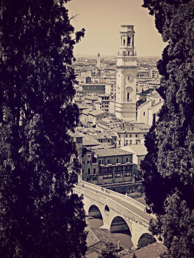 Ponte Pietra e Duomo da Castel San Pietro