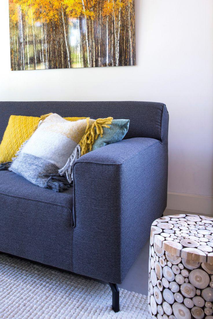 Trendhopper ● Juist door koele tinten (blauw) te combineren met warme tinten (geel) creëer je evenwicht in een warm en fris interieur.
