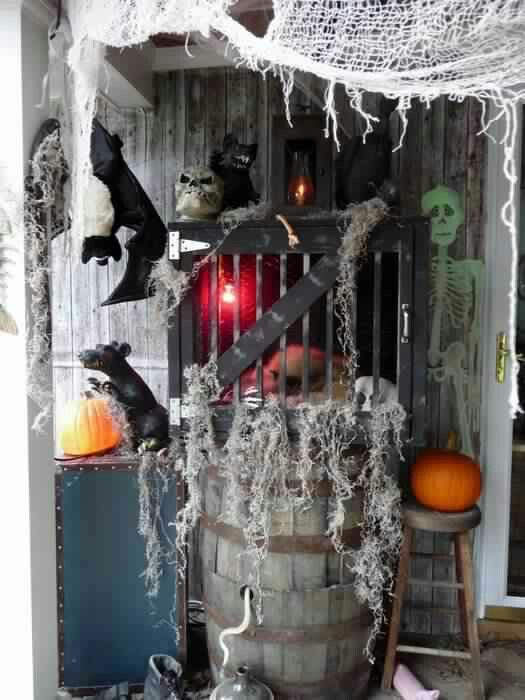 Swamp house decorations for halloween