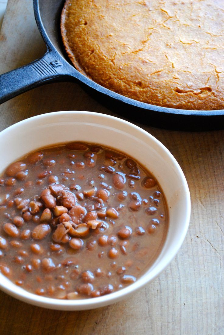 Crockpot pinto beans. Delicious super easy slow cooker family dinner.