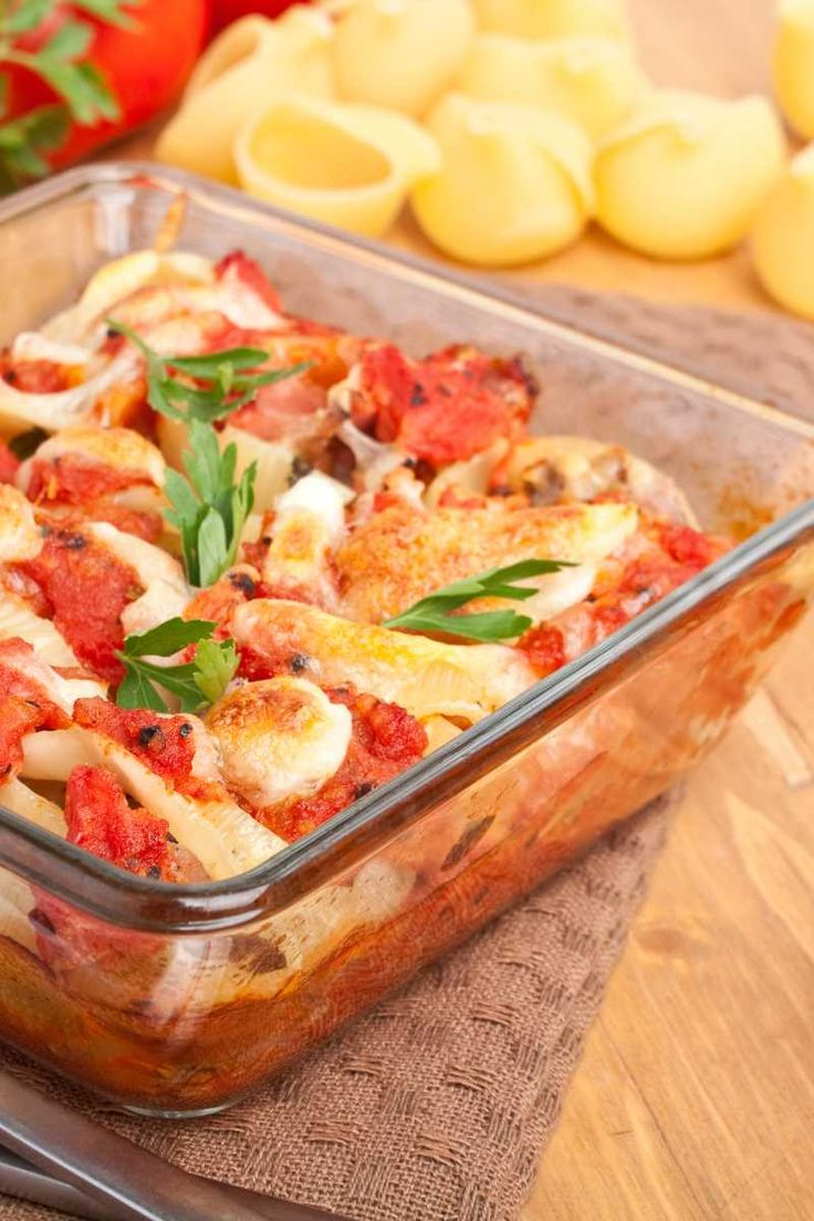 Recipe including course(s): Entrée; and ingredients: black pepper, cottage cheese, dried oregano, garlic powder, pasta shells, ricotta cheese, salt, tomato sauce