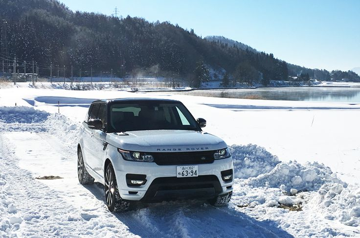 Land Rover on Snow