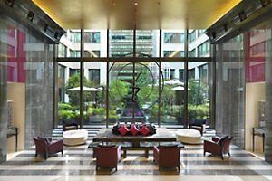 MANDARIN   ORIENTAL   PARIS   FRANCE   5* Das Mandarin Oriental Paris trägt seiner Lage in der schönsten Stadt der Welt mit der geschmackvollen Einrichtung, den Speisen von Thierry Marx, dem Boutique-Spa und dem legendären Fünf-Sterne-Service Rechnung.