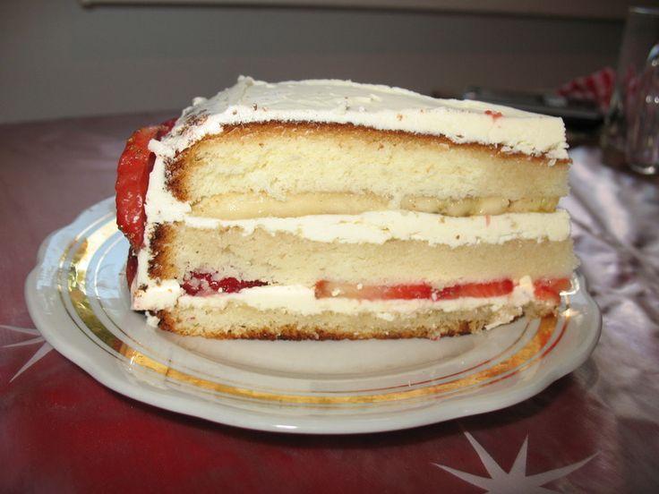 Бисквитный торт со взбитыми сливками и фруктами : Торты, пирожные