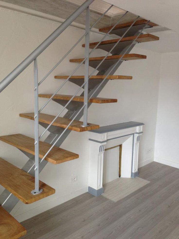 Escalier métallique droit sur limon central.  Architecture et décoration contemporaine. Art Métal Concept - Quimper - http://artmetalconcept.e-monsite.com/album/escaliers/