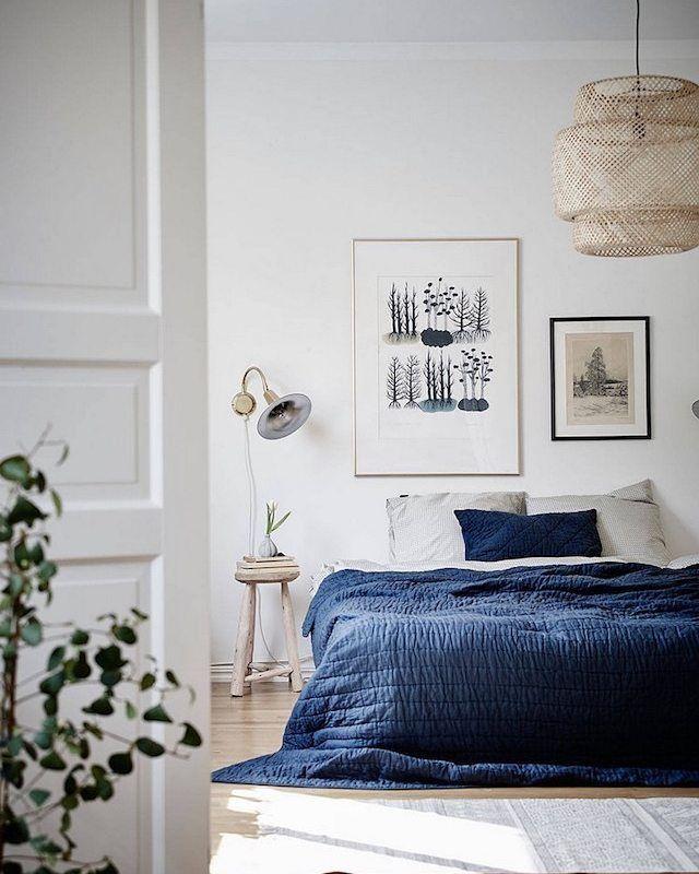 O tom azul e cinza dão a sensação de tranquilidade e harmonia. Já pensou investir numa decoração minimalista na casa nova? Adoramos essa inspiração!