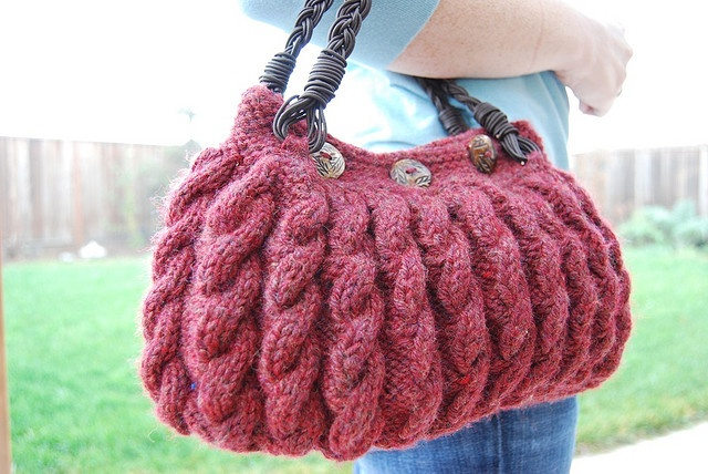 Ravelry: 98-54 Bag with cable pattern in Eskimo pattern by DROPS design