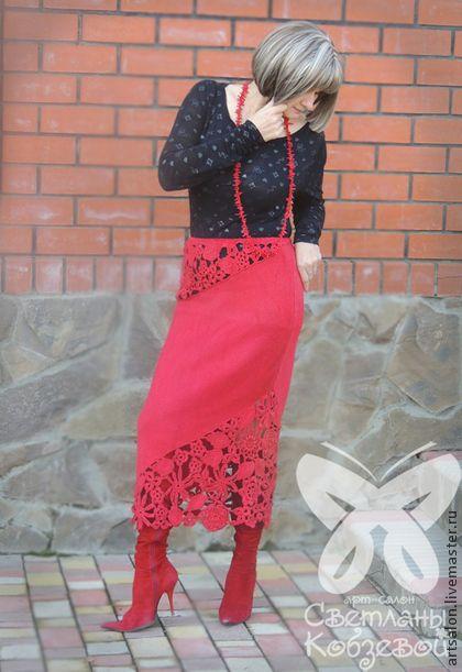 Юбка `Зажигалочка`. Красный всегда привлекает, делает женщину яркой , эмоциональной и чувственной.    Юбка цвета страсти привлекает к себе своей неординарностью. Стильная,экстравагантная, с красивыми ажурными вставками, выполненными в технике сцепного кружева.