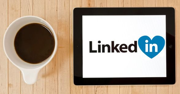 Linkedin non serve per rimorchiare belle professioniste sorridenti