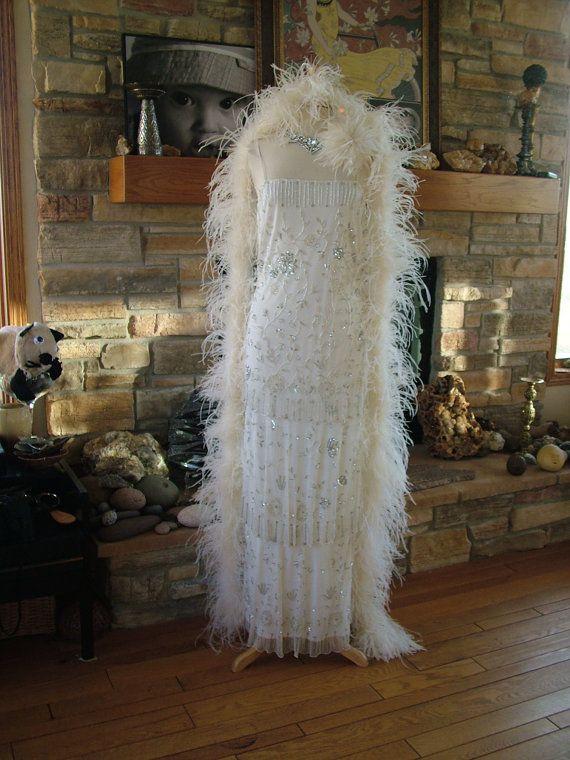 Robe de mariée inspirée par robes garçonne des années 1920 ! 3 couches de tissu perlé sur la jupe et vous doivent voir ce détail, il est