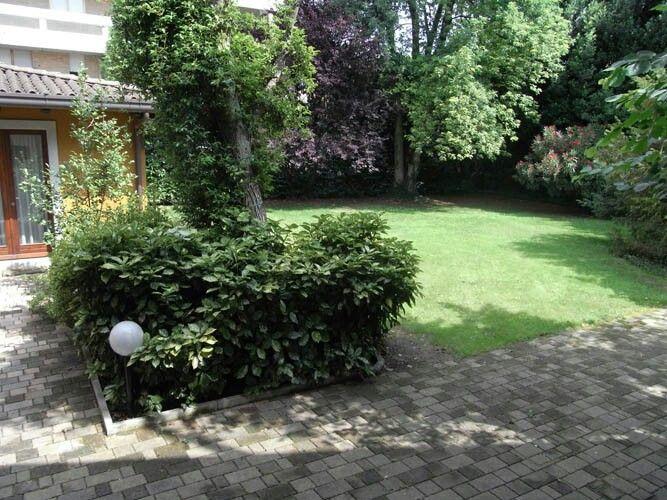 Pi di 25 fantastiche idee su piccoli giardini su for Giardini moderni piccoli