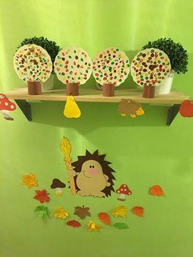 Laura+Kosztyu  Őszi+fák+készültek+ujjlenyomatokból.+  A+kicsi+gyerekek+is+örömmel+jöttek+'maszatolni'.