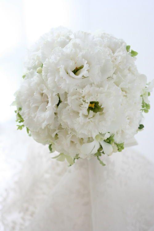ブーケ トルコキキョウの純白とメモリアのピンクの花冠 フォーシーズンズホテル椿山荘様へ
