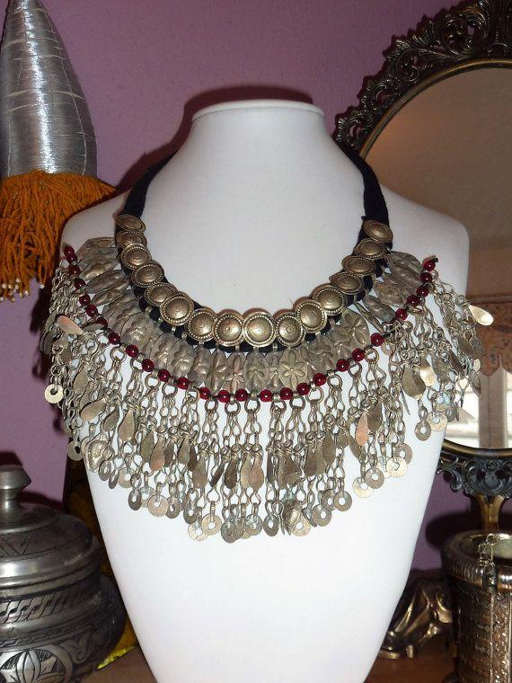 Tribal-Halskette mit Metallanhängern von neemaheTribal auf Etsy