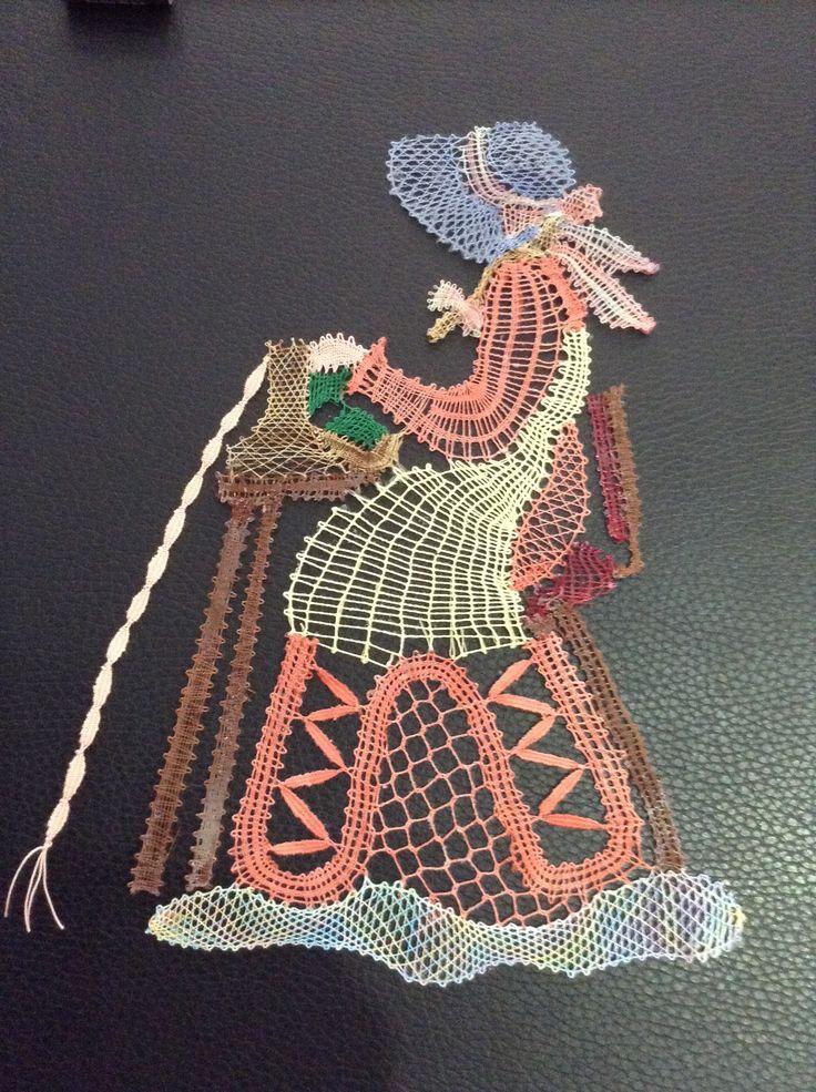 Encajera tejida en mundillo por Iris Hernandez en Lares,Puerto Rico