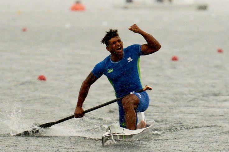 Isaquias Queiroz, dois ouros na canoagem velocidade (Foto: Usman Khan/AFP)