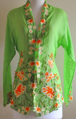 Ahhh, the baju kebaya... oh for a waist to wear it with....