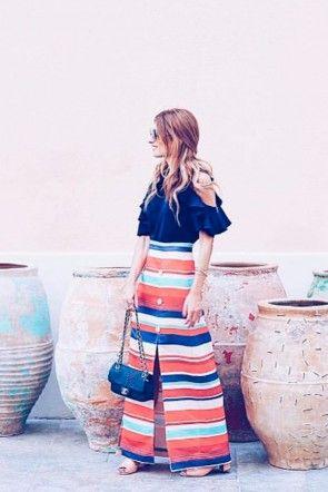 rebeca labara atrendylife reportaje moda falda rayas ona y blussa brisa volantes azul marino apparentia