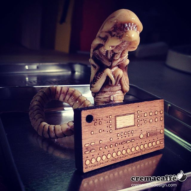 """""""Pleaaasee let me use your little Octatrack! I won't eat it this time, I promise!!..."""" 👽🐁‼️ http://cremacaffedesign.com/keychains-miniatures/  #cremacaffedesign #littlethings #alien #octatrack #keychain"""