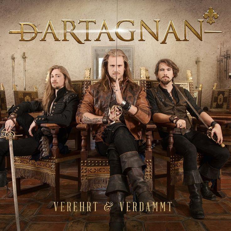 """dArtagnan – das Album """"Verehrt & Verdammt"""" erscheint am 15.09.2017. Drei Männer, die für ihre Träume einstehen, die gemeinsam ihren Weg gehen, allen Widerständen die Stirn bieten. Wie zutreffend das Bild der ..."""