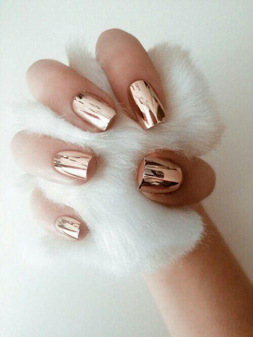 pinterest @lilyosm | it looks like liquid gold on her nails | rose gold nails nail art polish metallic manicure