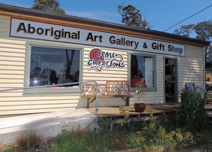 Shopping for Aboriginal art at Apma Creations Gallery in Central Tilba