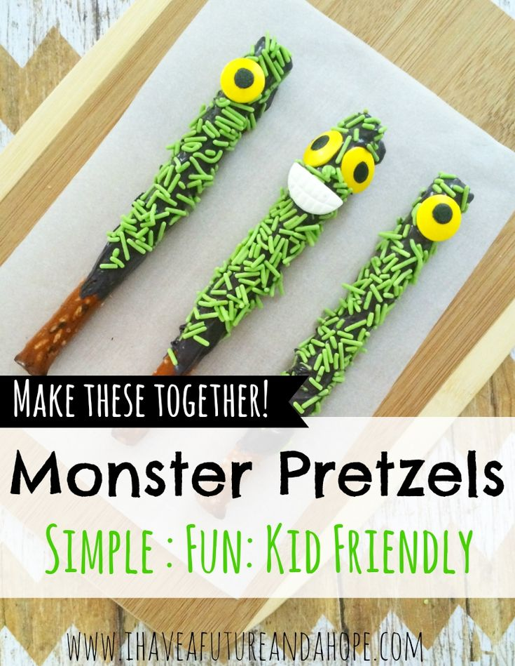 Monster Pretzel Recipe: Halloween treats for your kids and parties. These party favors so so much fun and kid friendly food!
