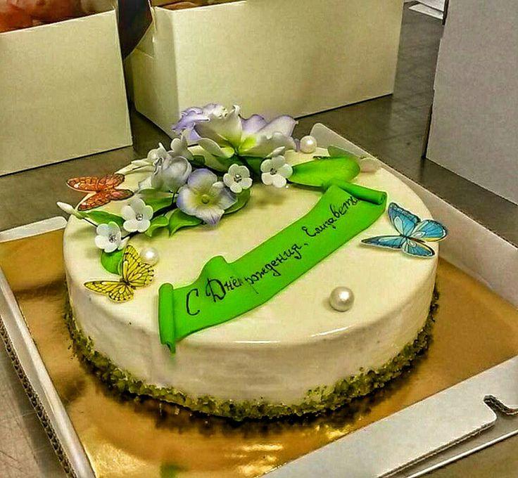 Торт на 25-летие. Чизкейк с прослойкой из лесных ягод.