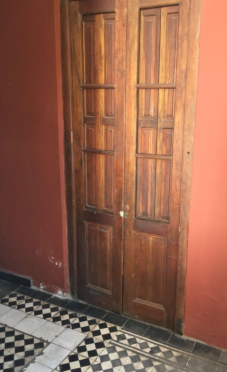 Una puerta de casa Viola de Asunción-Paraguay