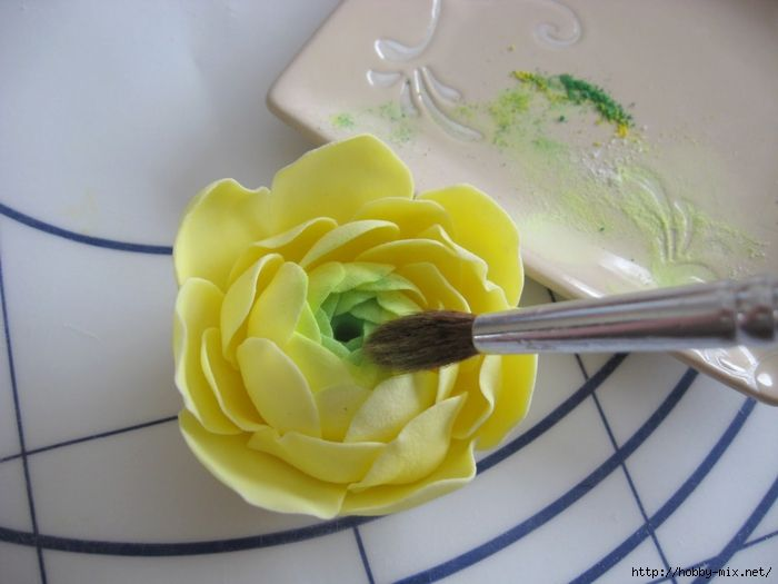 """Лепка. Шикарные цветы из сахарной мастики для украшения тортов. Фото мастер- классы- много - Как пишет автор статья, на которую я наткнулась в инете: """" Многие хозяйки уверены в том, что украшение торта при помощи мастики - <br> это искусство, овладеть которым можно только..."""