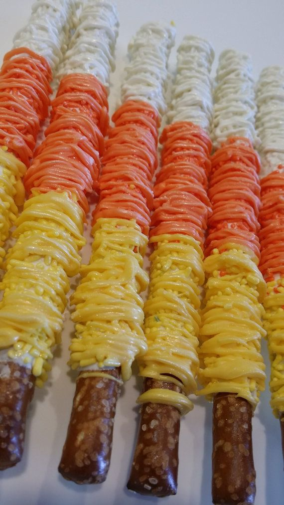 HALLOWEEN chocolate covered pretzels by TreatsByTaryn on Etsy