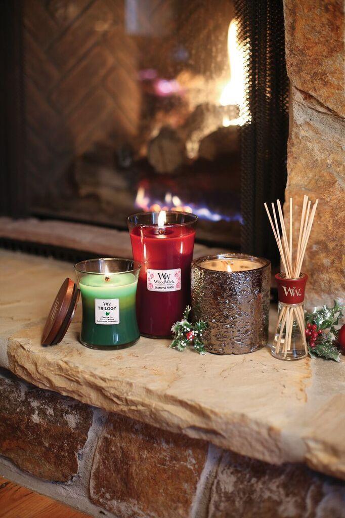 Noël approche. Découvrez toute la gamme de bougies parfumées WoodWick aux…