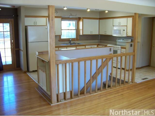 Best 333 Dennison Avenue Shoreview Mn 55126 Themlsonline Com Bungalow Kitchen Stairs In 400 x 300
