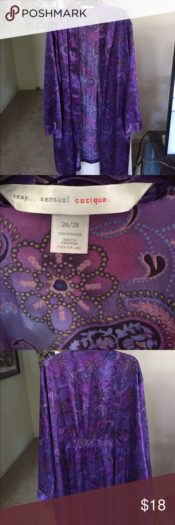 Lane Bryant robe Lane Bryant purple paisley robe. Size 26/28. Long sleeves. 2 pockets. Tie in the inside if robe as well as outside. Excellent condition. It is about knee length on me and I am 5 feet 10 inches tall. Lane Bryant Intimates & Sleepwear Robes