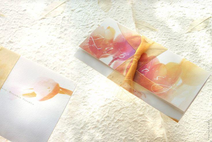 Wiosenna kompozycja Tulipanów w ekskluzywnej oprawie. Wyszukane w kwiatowych barwach - romantyczne w przesłaniu. / Spring Tulips composition in an exclusive setting. Sophisticated in flower colors - romantic in the message.