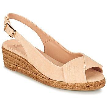 Dit seizoen kies je voor open schoenen van Castaner! Van dit model in de kleur beige word je heel vrolijk! Dit model Brianda heeft een natuurlijk textielen schacht en een synthetische zool, een perfecte combinatie.   Wij vinden de vrouwelijke look te gek! - Kleur : Nude - Schoenen Dames € 119,00