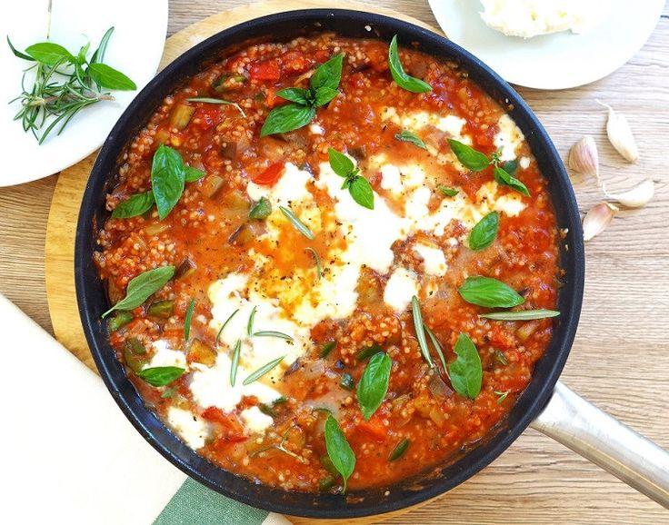 Kasza jęczmienna z warzywami i sosem pomidorowym