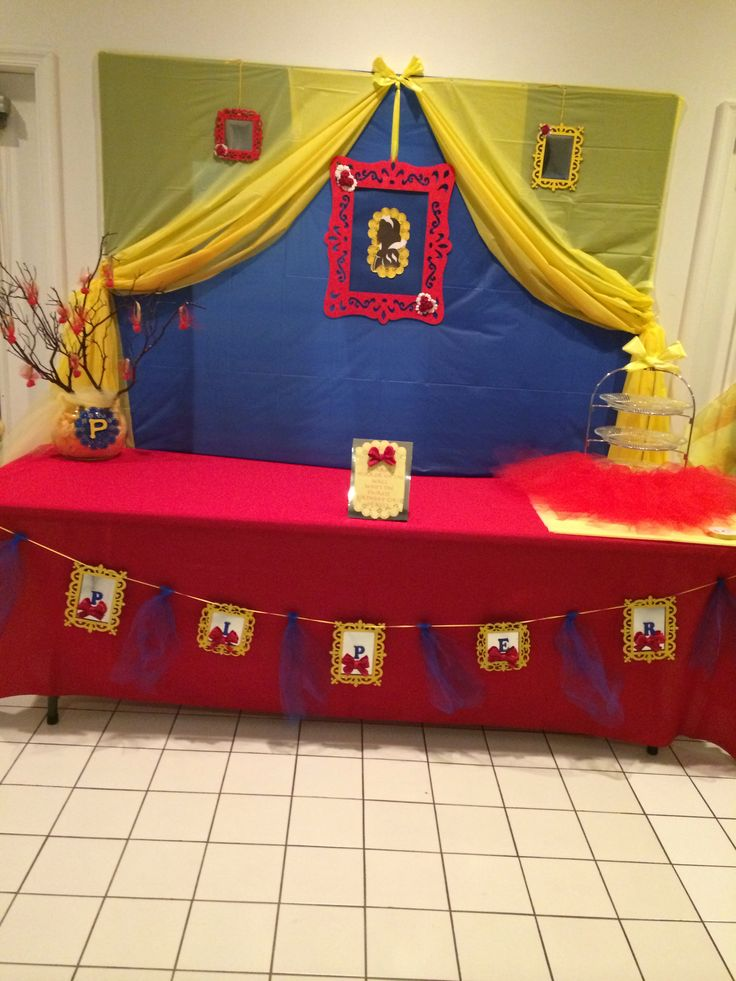 Snow white party backdrop things i 39 ve made pinterest for Party backdrop ideas
